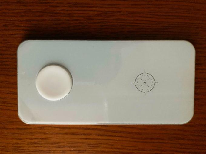 卓上ワイヤレス充電器 Aouevyo 表面 表